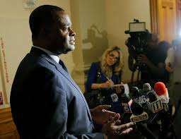 tremendous traffic impact expected after bridge collapse wjla atlanta or kasim reed holds a press conference at the capitol to brief the media on