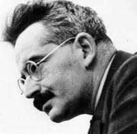 """""""Tesis sobre Filosofía de la Historia"""" - escrito por Walter Benjamín en 1940 - publicado en 1955 - contiene breve biografía - en los mensajes otro texto del autor editado y traducido por Bolívar Echeverría Images?q=tbn:ANd9GcRVi_dAeCNVrJBw_ZigOhbGq-YBydbQ-zD58FWkfKflCL0vVJiv"""