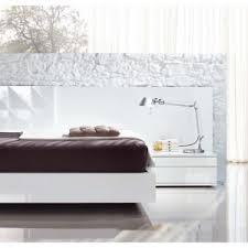 fantastic bedroom farnichar dizain with task lamp and white bedside table also white flooring for modern bedroom furniture modern white design