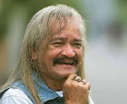 In Memoriam Ucok AKA, Rocker Legendaris nan Nyentrik Formasi Lengkap AKA di Pemakaman. Foto : Dokumen Jawa Pos - img04122009546841