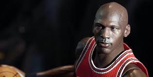"""Michael Jordan: exjugador de bàsquet. """"Mai he pensat en les conseqüències de fallar un gran tir... quan es pensa en les consequències, s'està pensant en un ... - Michael-Jordan-Toy"""
