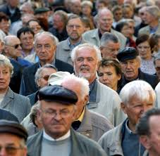 hedgefonds die magier der m auml rkte entzaubern sich selbst welt rentner bei einem protestmarsch in berlin rentner nehmen in berlin an einem protestmarsch teil archivfoto