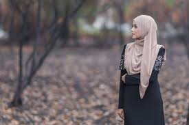 How <b>Muslim women</b> break stereotypes by mixing faith and modesty ...