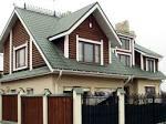Дом с зеленой металлочерепицей фото