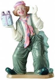 Купить оптом <b>Фигурка</b> «<b>Клоун с подарком</b>» за 1 840 руб.