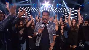 """<b>Lionel Richie</b> and the Top 10 Perform """"Dancing on the Ceiling"""""""