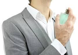 Resultado de imagen para imagenes de gente con perfumes