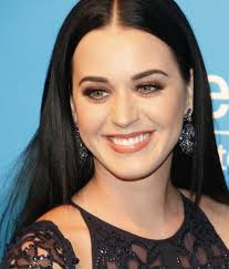 katy perry perry posing for photographers at a unicef gala