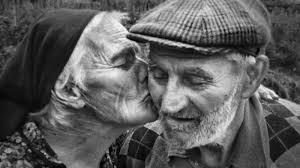 Resultado de imagem para imagens de idosos felizes