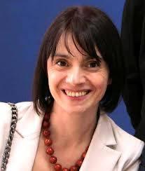 Nata e cresciuta a Rho, Elena Zanella a 27 anni inizia gli studi universitari e a 31 si laurea in scienze delle comunicazioni all'Università lulm di Milano. - 4d1bf217dc28b4f7a03a06b80d43769b_XL