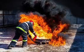 8 <b>огнетушителей</b>: эксперты «За рулем» выбрали правильные