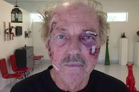 Efter fem timmar kunde Bengt Andersson, 73, äntligen lämna arresten. Han ville bara ställa ut sitt konstverk – men polisen trodde att det var ett riktigt ... - bengtskadad