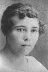 Hulda Kristina Eriksson, född 1901-10-07 i Årberget, Ytterhogdal sn (Z), död 1995-02-02 i Ytterhogdal sn (Z). Hemmansägare i Årberget, Ytterhogdal sn (Z). - mormor
