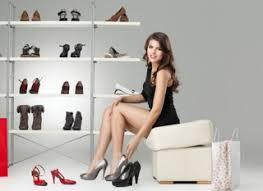 Αποτέλεσμα εικόνας για Μπαίνετε με τα παπούτσια μέσα στο σπίτι