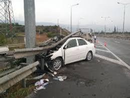 Bariyerlere saplanan otomobilde bir kişi öldü