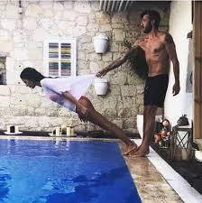 Eski futbolcu Tümer Metin ve sevgilisinden cesur poz