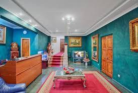 Hotel <b>Amirani</b>, Гостиница в Batumi · HostelsClub