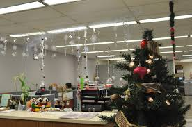 christmas office decorating ideas desk furnitures decoration tips for your all out there look or subtle cheap office decorations