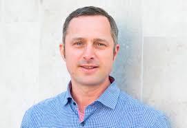 Reto Mischler. aus Bern ist Kommunikationsbeauftragter im Kinderspital in Bethlehem. Vor drei Jahren hat der Schweizer zusammen mit seiner Frau und den ... - Reto-Mischler