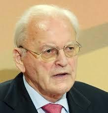 Der Jurist und CDU-Politiker Roman Herzog, geb. 1934, lehrte Staatsrecht und Politik in München, Berlin und Speyer. Er war Minister für Kultur und Sport ... - roman_herzog_gross