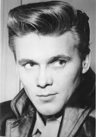 Portrait of Billy Fury used on the front cover of Pop Weekly in the early 1960s. Photo copyright Chris Eley. - billy_fury