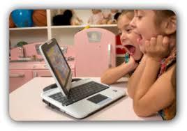 Resultado de imagem para foto de criança com Notebook