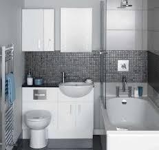 kamar mandi nuansa putih: Desain model keramiklantai kamar mandi kecil mewah warna abu abu