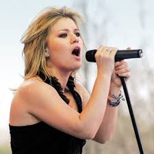 Kelly Clarkson covert Sam Smith's Stay With Me [Video]