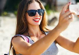<b>New</b> study reveals why <b>women</b> take <b>sexy</b> selfies | UNSW Newsroom