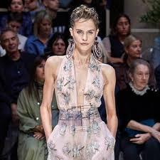 Купить женские <b>пончо</b> и накидки <b>Giorgio Armani</b> в Риге от 34200 ...