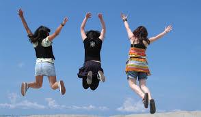 Oggi i giovani sono più felici: studi lo confermano
