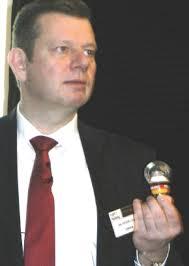 Osram-Technikvorstand Dr. <b>Peter Laier</b> ist Ihnen hier im Blog schon häufiger <b>...</b> - Laier-Superstar-mittel