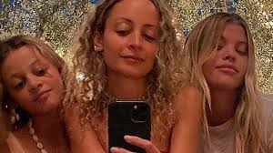 <b>Nicole Richie</b> poses with daughter Harlow Madden and sister Sofia ...
