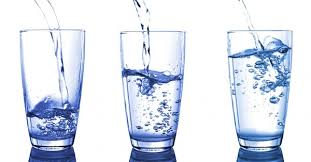 konsumsi air putih minimal 2 liter sehari untuk membantu menjaga kesehatan tubuh serta ginjal