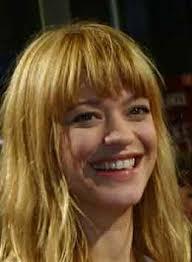 Gesprochen wird das mehrstündige HörBuch von der beliebten Schauspielerin Heike Makatsch. Ihre Interpretationen wechseln, sehr unterhaltsam, ... - HeikeMakatsch