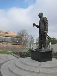 the next chapter el pr oacute ximo cap iacute tulo louis armstrong sculpture louis armstrong park