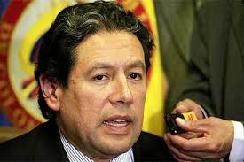 El presidente de la Corte Constitucional, Mauricio González Cuervo, habla con la prensa. - 1282094330_0