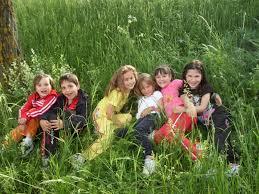 Image result for copii in flori