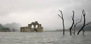 Resultado de imagen de iglesia en lago
