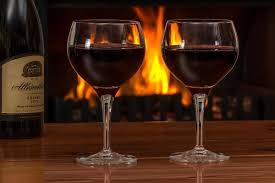 <b>Бокал вина</b> за <b>ужином</b> может привести к алкоголизму