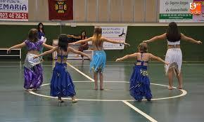 Resultado de imagen de fotos danzarinas de danza oriental blanco y negro
