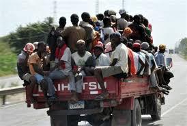 Resultado de imagen para fotos de muchos haitianos en calles de RD