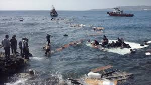 Resultado de imagen de fotos de inmigrantes en el mar mediterráneo
