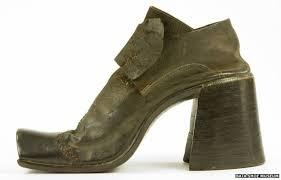Why did <b>men</b> stop wearing <b>high heels</b>? - BBC News