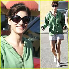 Kate Walsh waltzes through the Mayfair Market in Hollywood whistling and getting her groove on with movie exec husband Alex Young in the parking lot on ... - kate-walsh-waltz
