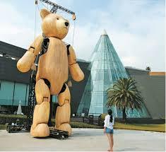 Самый большой в мире <b>робот</b>-<b>медведь</b> Тедди представлен в РК