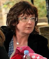 Woman's Hour presenter Jane Garvey on the school run yesterday - article-1220210-06CEA1B4000005DC-73_233x281