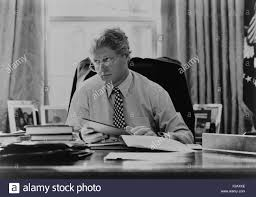 informal portrait of president bill clinton at his desk in the oval office 1993 bsloc20152187 bill clinton oval office