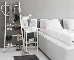 Camera Da Letto Grigio Bianco : Una camera da letto femminile e romantica