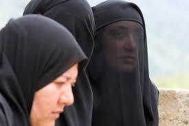<b>Nour Walid</b>, Fatima et leur mère, prient leur frère, Mohamed, <b>...</b> - 0c0dd218-857f-11e1-bc34-337f511f6535-493x328